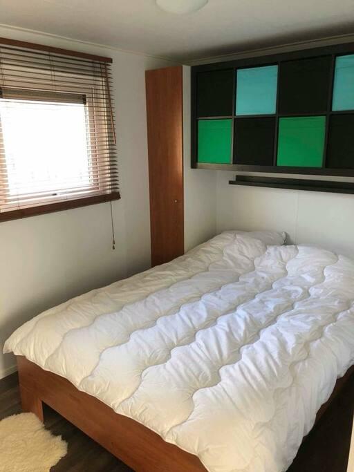 Chambre avec lit doublecui