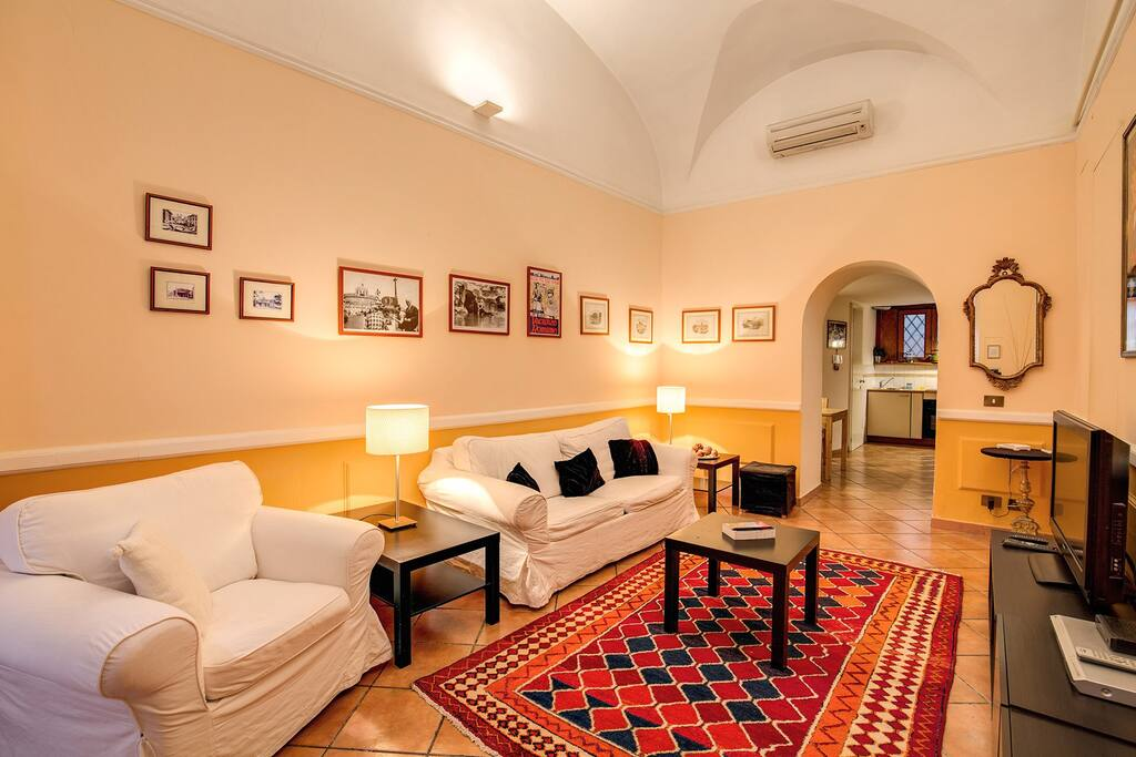 nice independent loft trastevere appartements louer rome latium italie. Black Bedroom Furniture Sets. Home Design Ideas