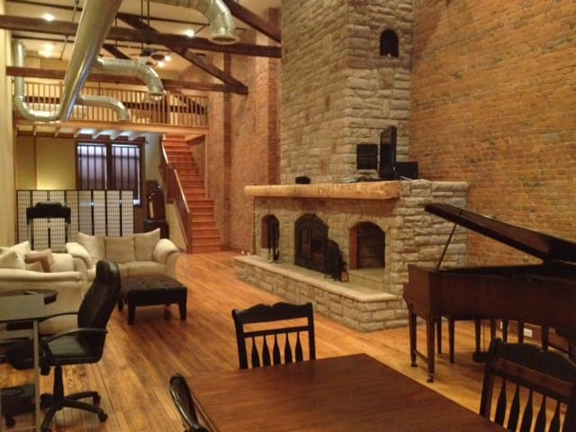 Penthouse Suite - Downtown Wooster Loft Living - Wooster