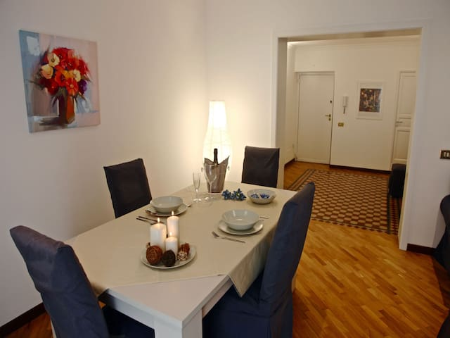 Dining Table • Tavolo da Pranzo