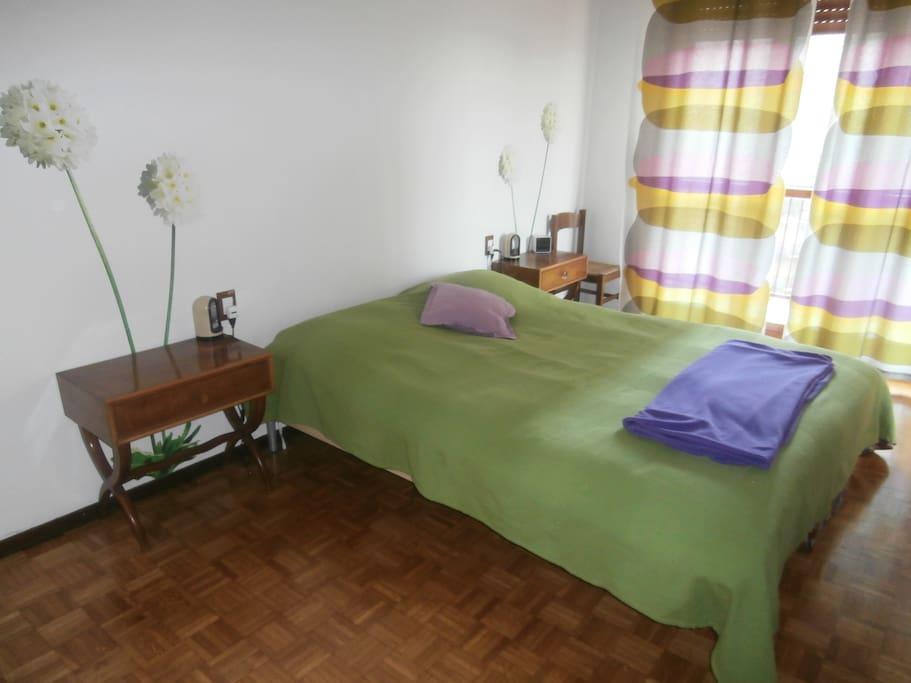 Luminosità, colore e larghi spazi caratterizzano la camera.