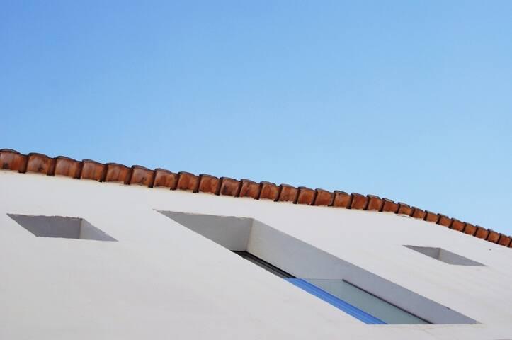 fachada y ese cielo azul tan valenciano
