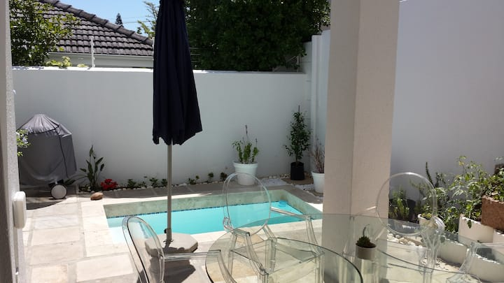 Garden flat with pool walk to Beach