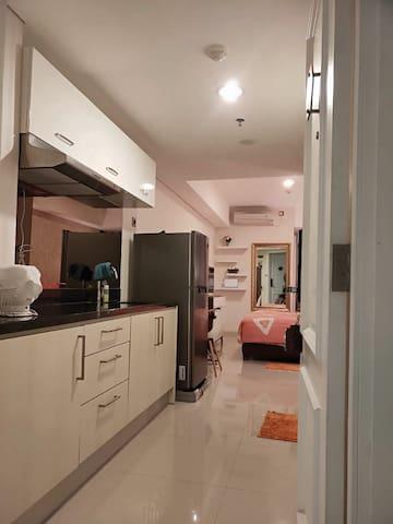 Simplistic Homey Downtown Apartment