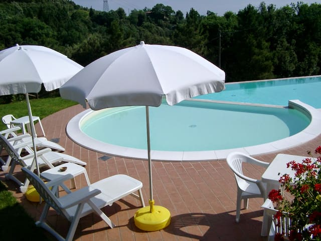 Apartments with pool in a villa of medieval origin - Montecastelli Pisano