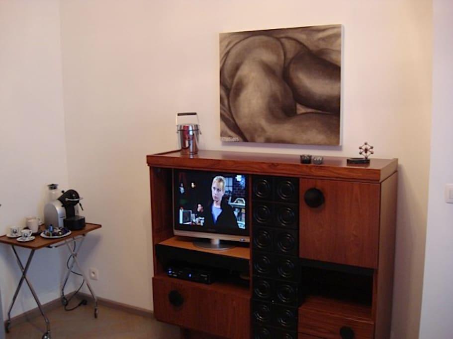 tv écran plat, internet wifi