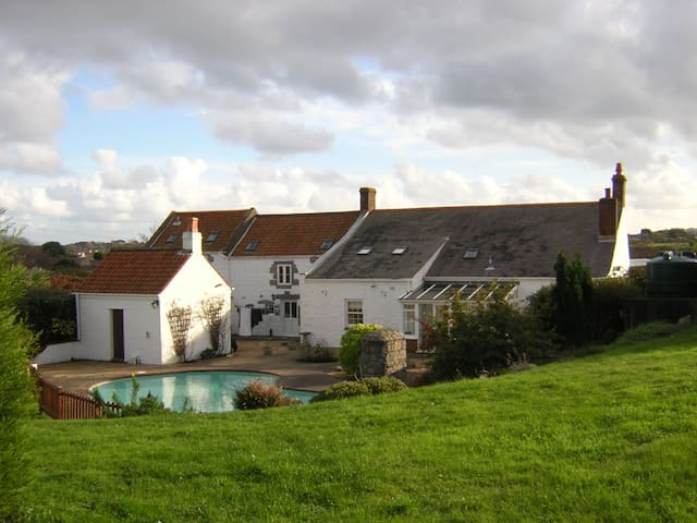 Old Guernsey Farmhouse - Saint Peter Port