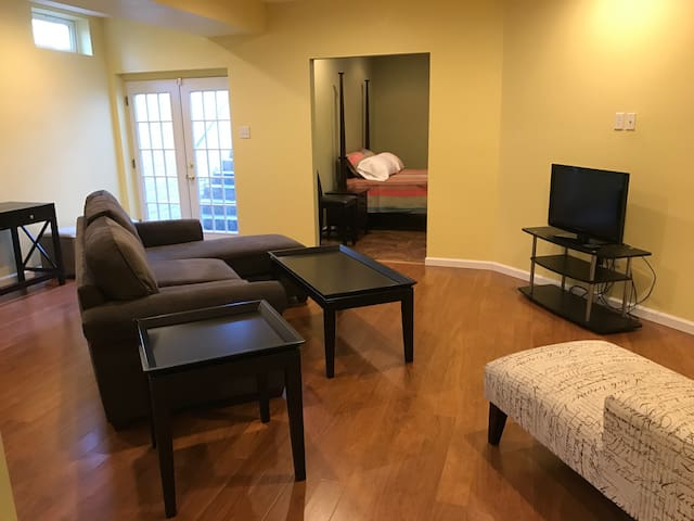 Private 1 Bedroom Basement Suite - Severn