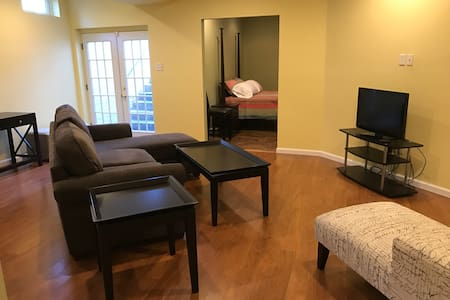 Private 1 Bedroom Basement Suite - Severn - Ház