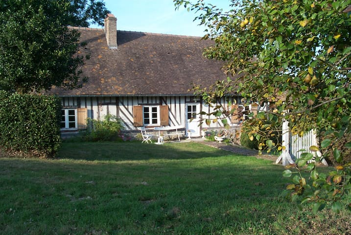 Daisy's Cheerful Country Cottage - Courtonne-la-Meurdrac - House
