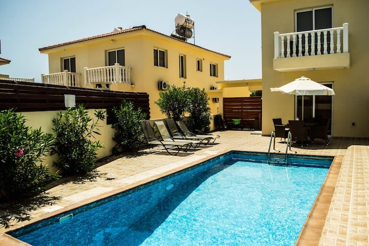 Villa Gold, 2 bed villa by Nissi