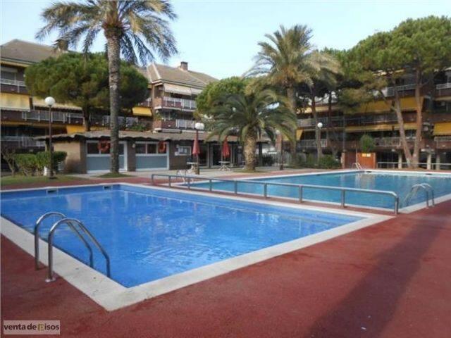 D plex playa piscina tennis 8 pax apartments for rent in for Piscina gava