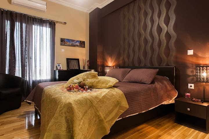 LOVELY luxury room AIRBNB near Plaka Athens Greece - Athina