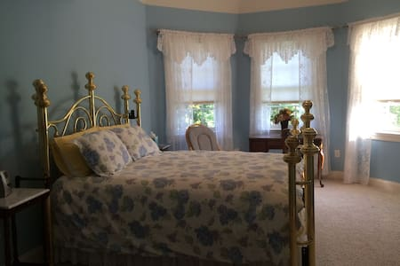 Holiday Stables & Bed n Breakfast - Harwood - Bed & Breakfast