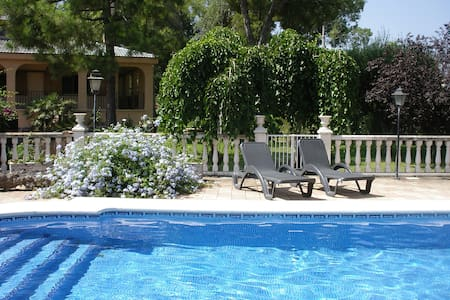 5 bedroom Country House with live-in caretaker - Valencia