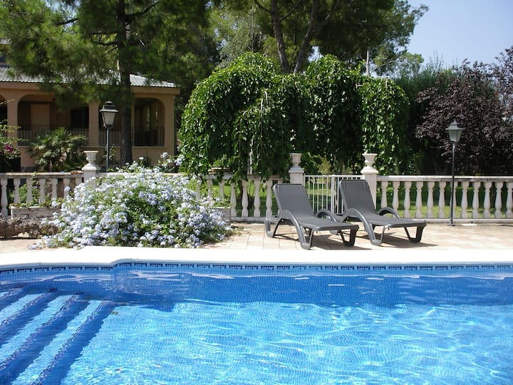 Huge terrace & gardens, private pool + caretaker
