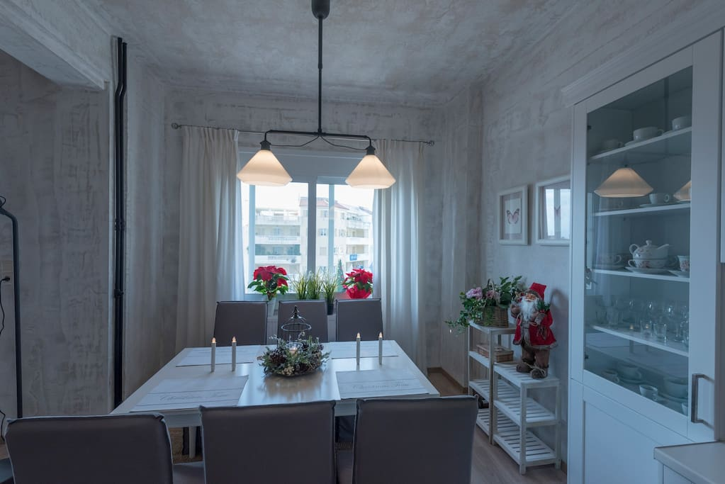 Bright spot, great view and Stylish dining table