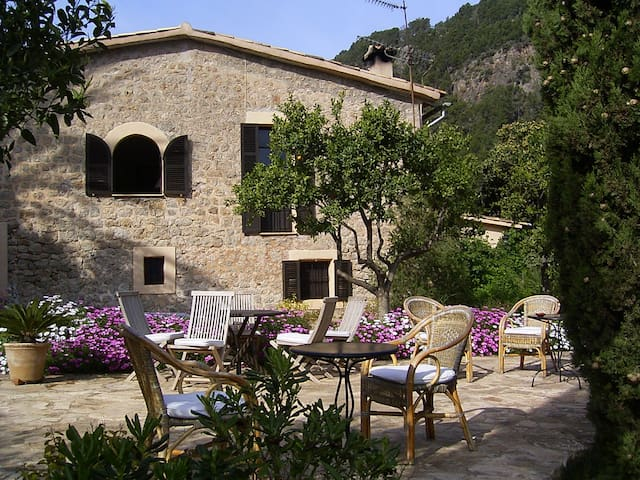 Romantic hideaway close to the sea - Sóller - Bed & Breakfast