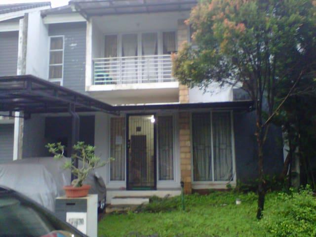 Rent for EXPATRIAT - Sawangan - Rumah