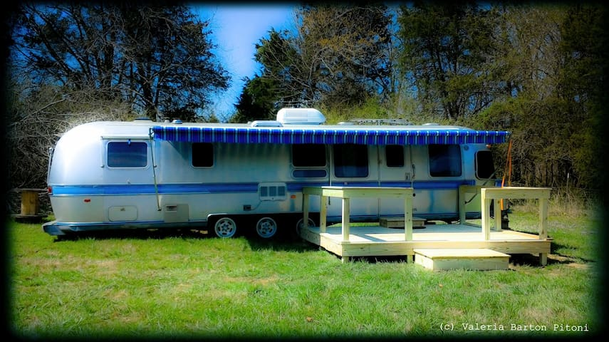 The Airstream Glamper at Stillwaters Farm - Henderson - Camper/RV