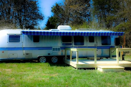 The Airstream Glamper at Stillwaters Farm - Asuntoauto