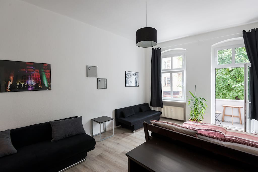 comfortable hip very central apartments for rent in berlin berlin germany. Black Bedroom Furniture Sets. Home Design Ideas