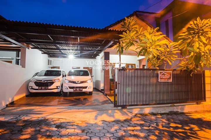 Ndalem Suratin Homestay Yogyakarta Indonesia