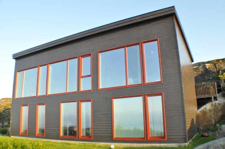 Lofoten - modern oceanfront family villa