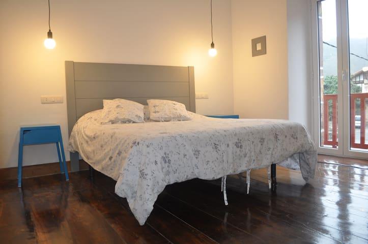 habitacion privada barrio tranquilo - Bera - Alberg