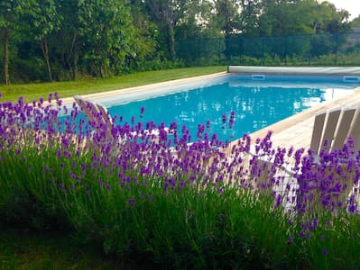 Spacious gite in converted barn with swimming pool - Bournazel