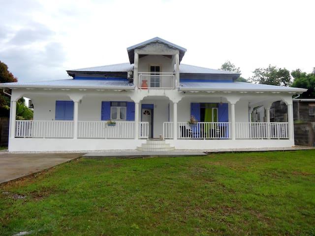Villa Ensoleillée, idéalement située - Caraque - Haus