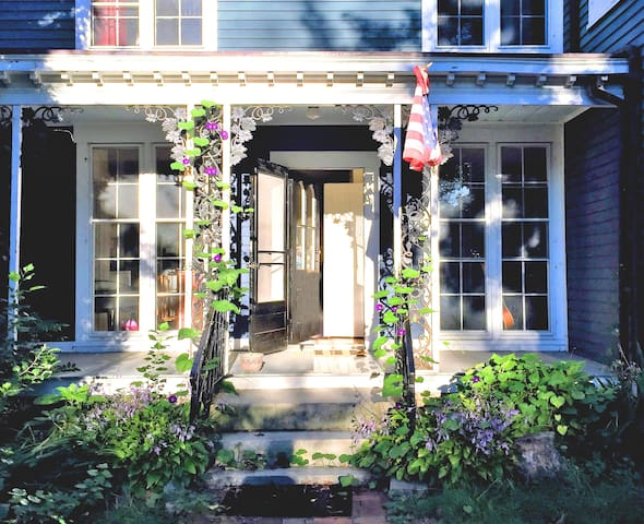 Historic Home in Downtown Mystic - Mystic - Dom