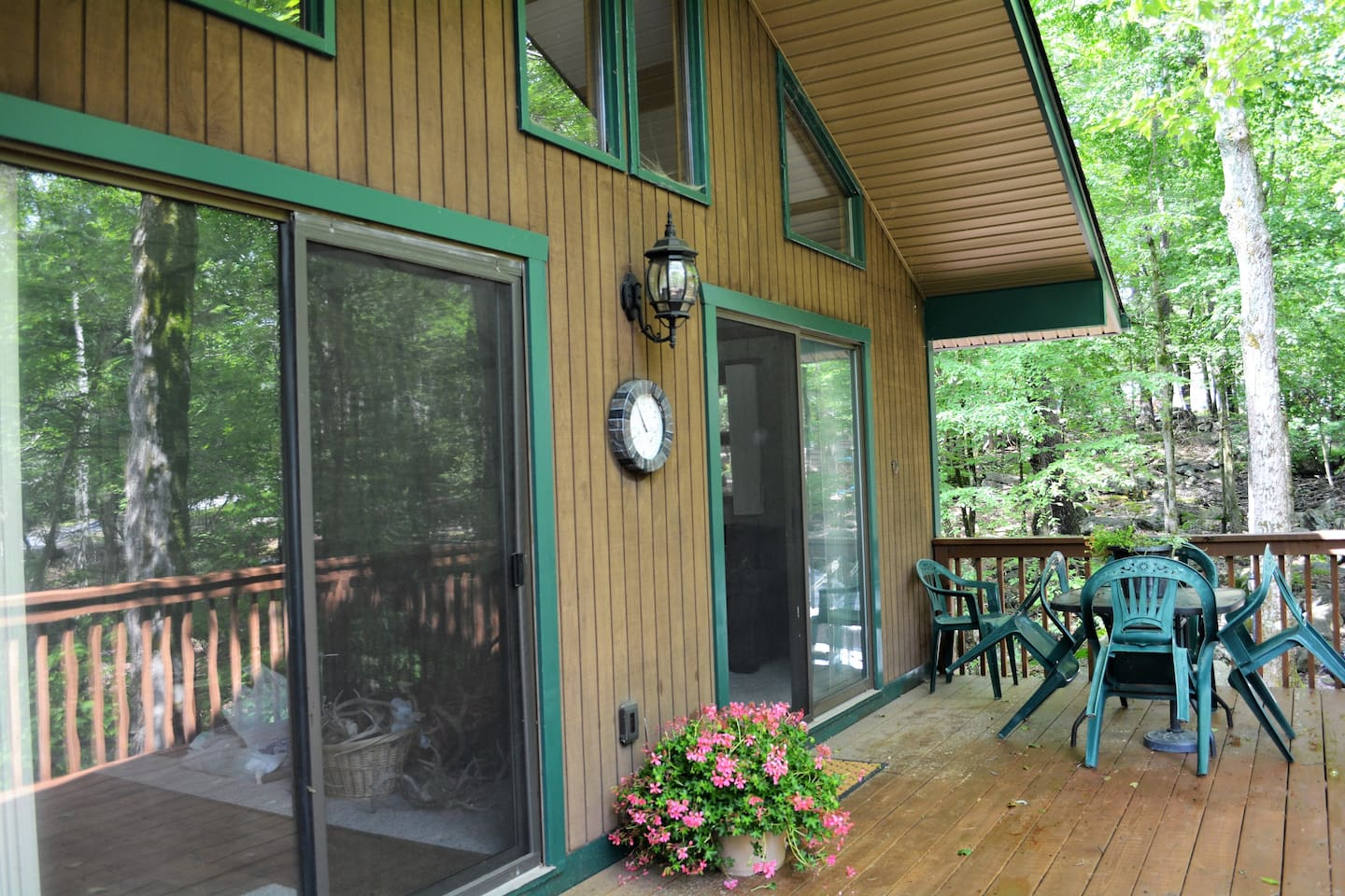 Spacious Deck with newly added BBQ Grill