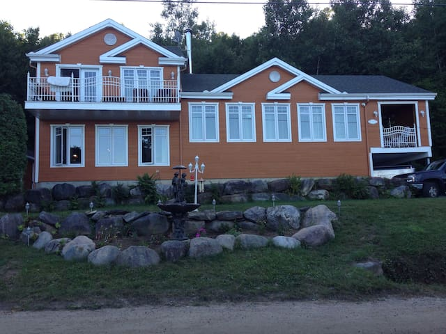 Waterfront Cottage only 30 min. To Mt-Tremblant