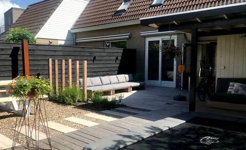 Zonnig huis aan het water in Grou (Friesland)