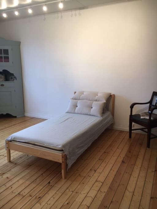 Spacious and bright room for rent. About 25 sqm. One single bed.