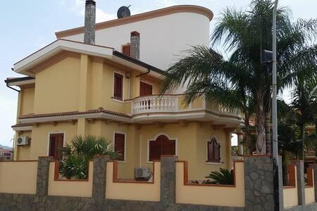 A Villa Manno per un piacevole soggiorno - Bed & Breakfast