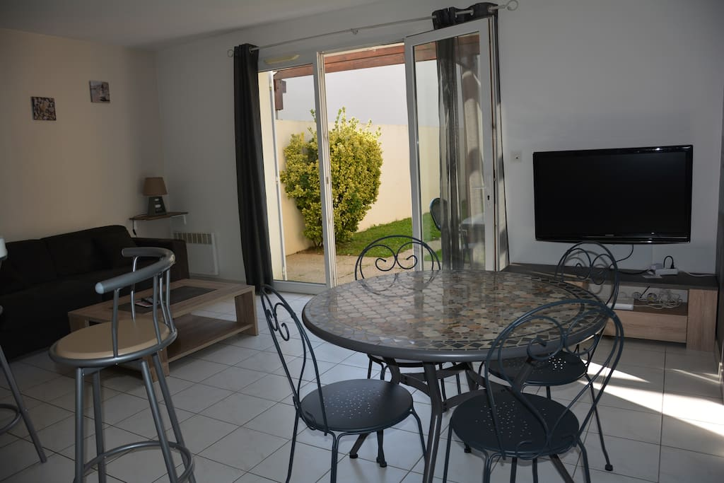 Tr s beau t2 avec garage et jardin apartments for rent - Garage volkswagen la rochelle ...