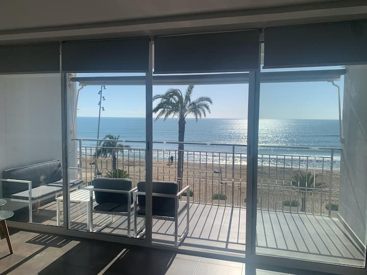 Spectular new apartment, oceanfront, a/c, central
