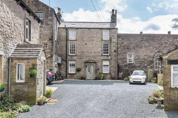 Fern Hse Grassington; central yet quiet & parking