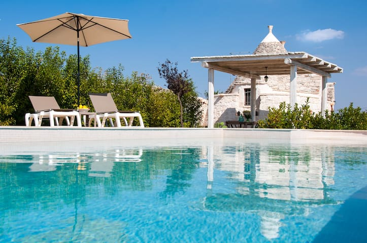 Trullo di Bacco: Peaceful Countryside Trullo with Pool - Locorotondo