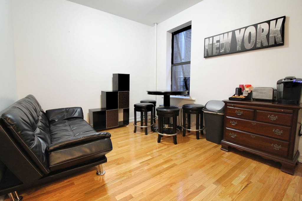 ultimate broadway experience appartements louer new york new york tats unis. Black Bedroom Furniture Sets. Home Design Ideas