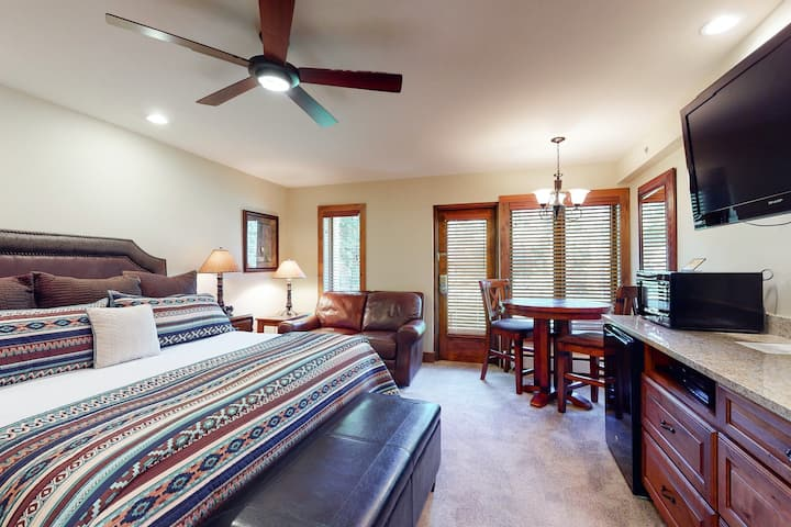 Ski-in/out lodge studio w/ mountain view, fast WiFi & shared pool, hot tubs, W/D
