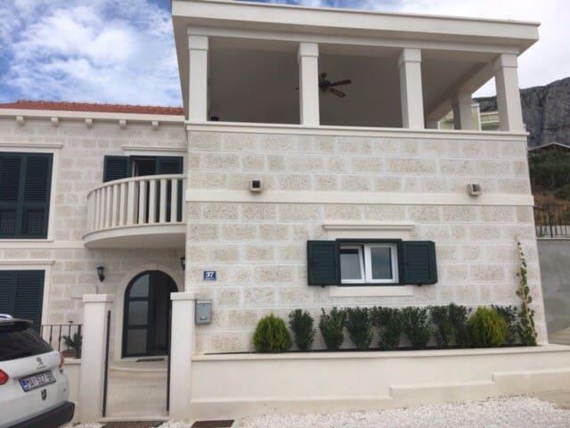 Ground Apartment within a Villa