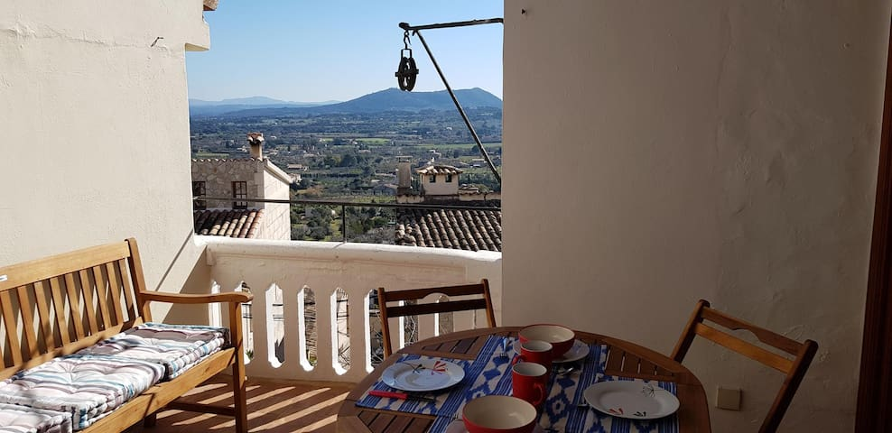 Selva, pretty & cozy town house, monthly rental!