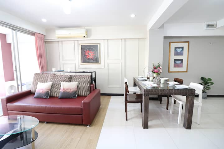 CBD Copious 1 Bedroom+Bathtub+Balcony//LumpiniMRT