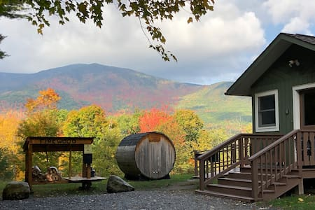 AMC: Hot Tub, Sauna, Fireplace, A/C, Dog Friendly, 1.4 mi to Whiteface, Mountain View, Algonquin Mountain Chalet