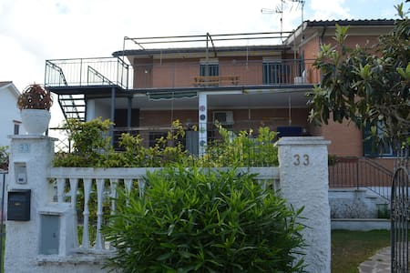 Big beach flat, 100 meters of the ocean, near Rome - Marina di Ardea - Huoneisto