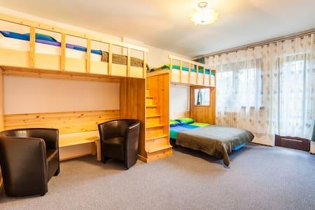 Guide's Hut 1