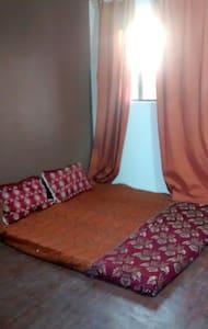 Private terrace room with balcony - New Delhi - Huoneisto